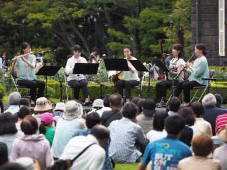 「春バラの音楽会」での演奏