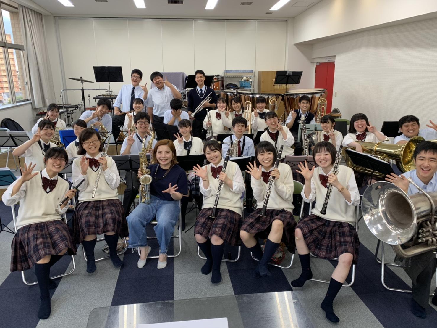 指導校のコンサートにソリストとして出演しました。